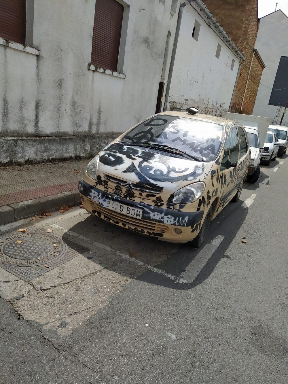 Vecinos colegas que te pintan el coche gratis