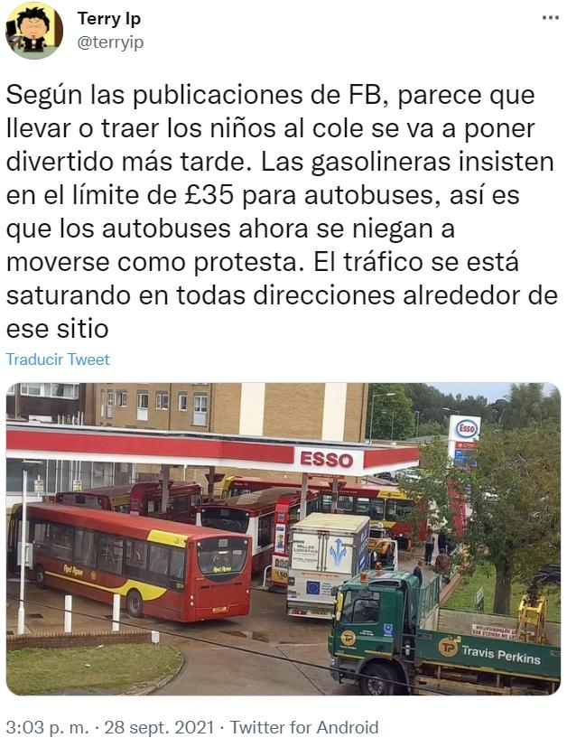 Las gasolineras de UK han fijado un límite de 35 libras para repostar (autobuses incluidos)
