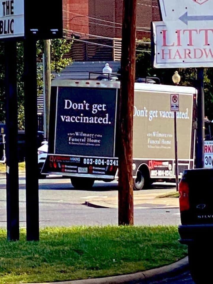 """La campaña de marketing de una funeraria estadounidense: """"No te vacunes"""""""