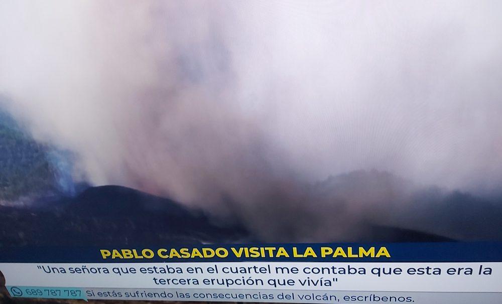Una mujer ha sufrido 3 veces la erupción de Cumbre Vieja, en los años 1940, 1970 y 2021. En dos ocasiones perdió la casa, y una de ellas ha sido ésta. Ahora está esperando las ayudas para volver a hacerse la casa... en el mismo sitio.