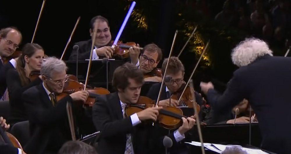 El amigo murciano de un finolier que toca en la Orquesta Filarmónica de Berlín, tuvo un original detalle mientras interpretaba la banda sonora de Star Wars